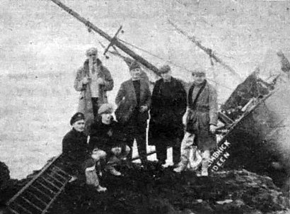 Coastguards-next-to-wreck-of-RL